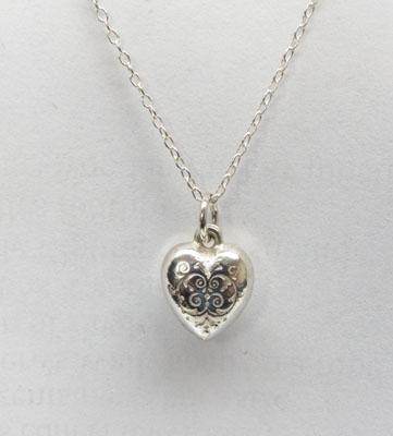 Small sterling silver vintage heart necklace