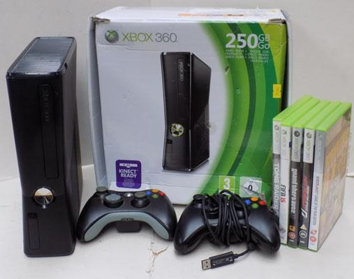 XBOX 360 - 2 controllers & some games