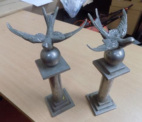 Pair of heavy metal swallow ornaments
