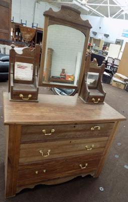 Mirrored dressing table with 3 drawers
