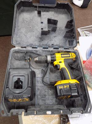 Dewalt 14.4 cordless drill in box with battery and charger - good working order