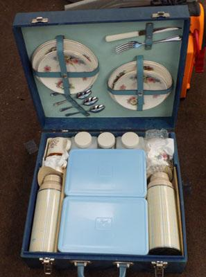 Old car picnic set