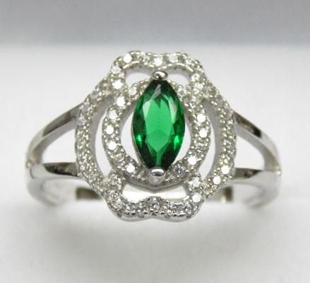 925 Silver green and white stone cluster ring - Size P 1/2