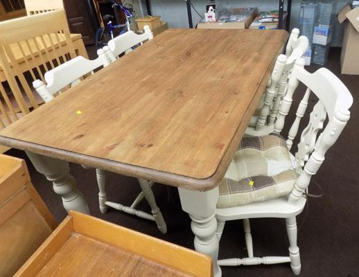 Farmhouse table and 4 chairs with cushions