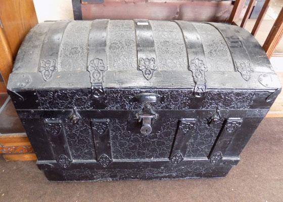 Travel trunk embossed