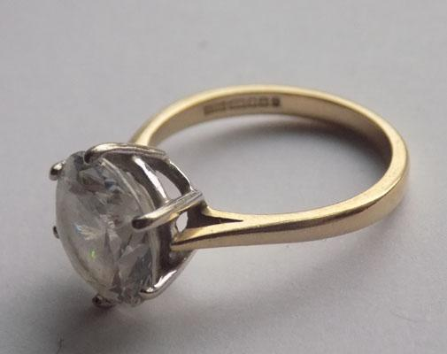 14ct gold and large clear stone ring - Size Q 1/2