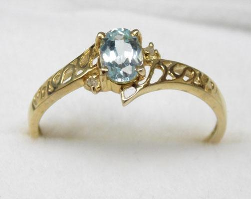 9ct Gold diamond & blue topaz ring size O
