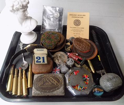 Tray of mixed collectables inc Militaria