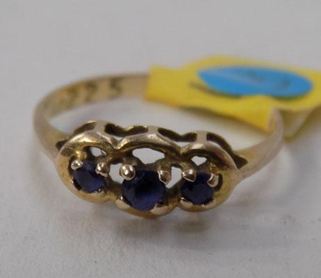 9ct gold and sapphire ring