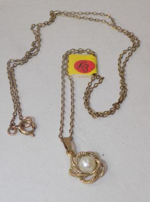 9ct gold necklace with 9ct gold pearl pendant