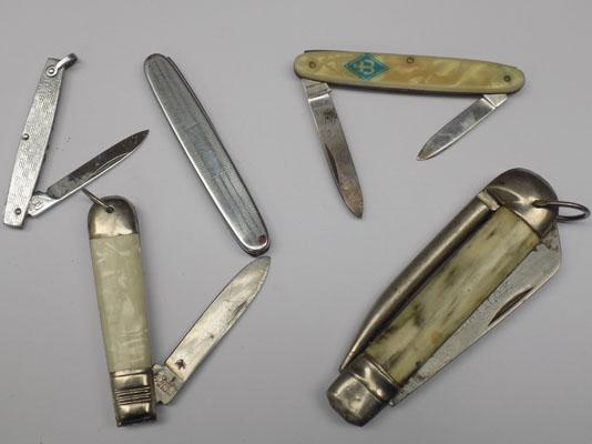 Selection of pen knives inc Mother of Pearl handled