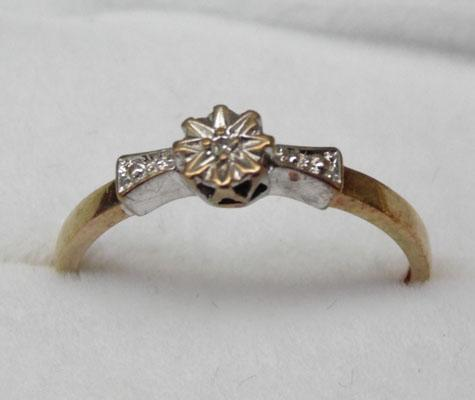 9ct Gold Diamond solitaire ring size K1/2
