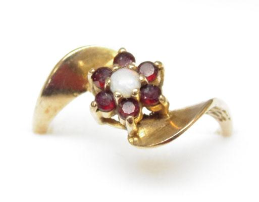 9ct Gold Garnet & Opal cluster ring size P