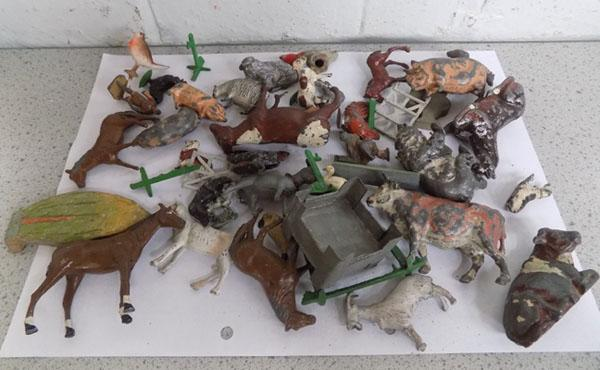 Quantity of Britains & Charbens 1930's lead farm animals