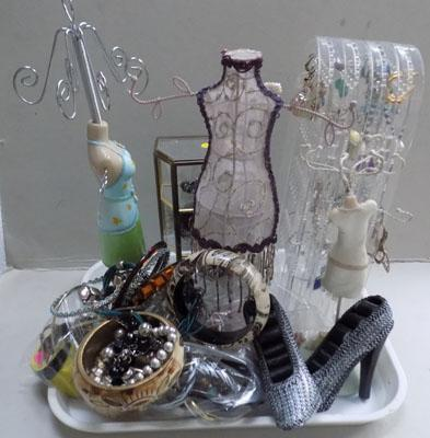 Tray of jewellery stands and jewellery