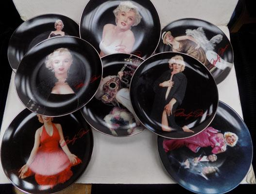 8 Marilyn Monroe plates with certificates