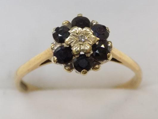9ct gold diamond and saphire cluster ring