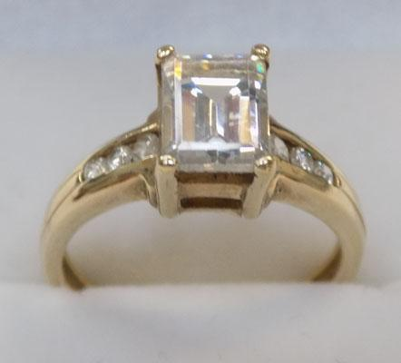 9ct gold emerald cut stone solitaire ring size M