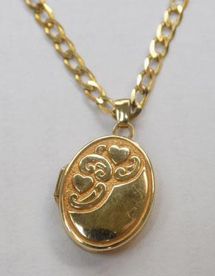 "9ct gold 20""curb chain and 9ct gold ovel locket"