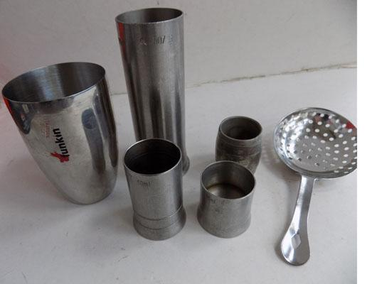 Set of drink measures and strainer