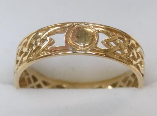 9ct gold celtic patterned ring size S