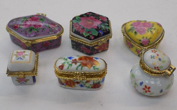 6x porcelain pill pots decorated with flowers