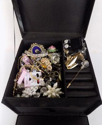 Jewellery box with costume jewellery (some new)