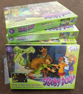 8x Glow in the dark Scooby puzzles