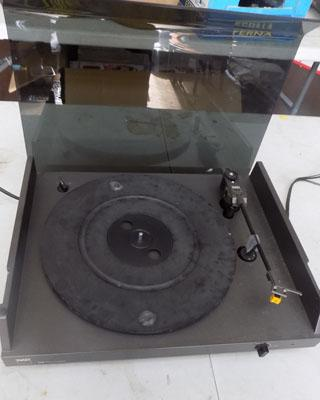 NAD stereo turntable