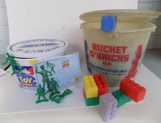 Tub of Duplo + Bucket of soldiers