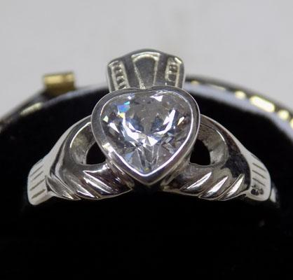 Sterling 925 silver Cladough ring - approx. size L 1/2