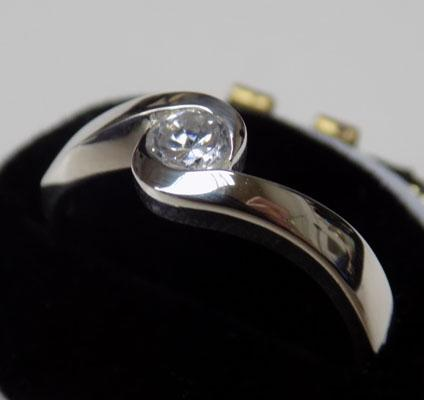 925 silver clear stone ring -  approx. size M