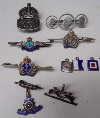 7x925 Sweatheart brooches & ARP badge + 3 flags