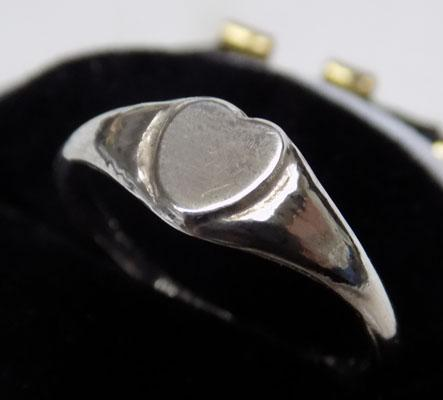 Small sterling silver heart signet ring - approx. size E