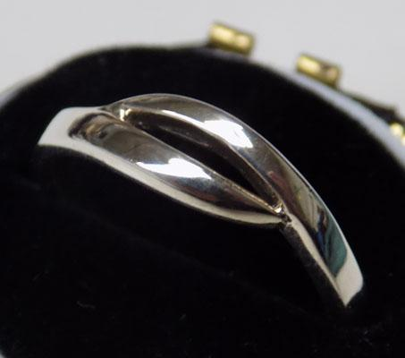 Unusual 925 silver ring,  approx. size J 1/2