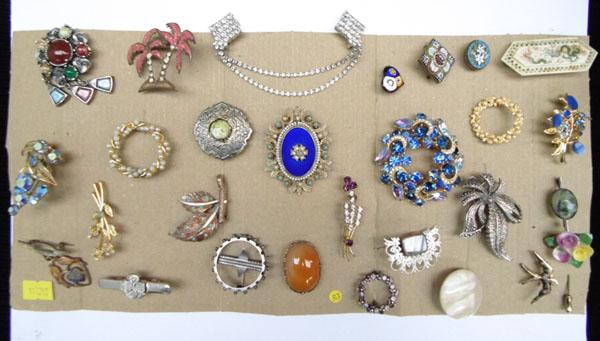 Large collection of vintage brooches, silver and gold micro mosaic etc.