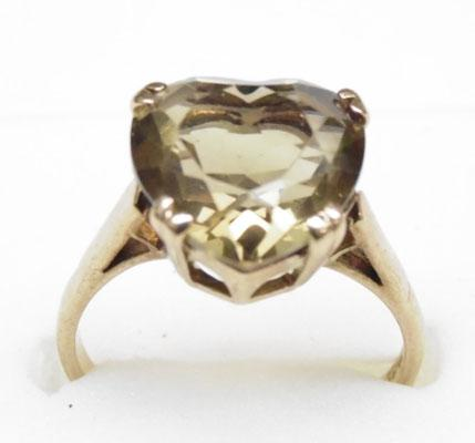 9ct gold heart shaped smokey quarts ring size approx. P
