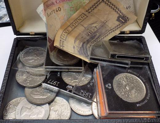 Selection of assorted coins & notes