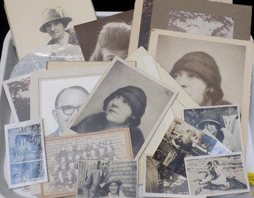 Selection of vintage pictures & postcards, incl. 1920s