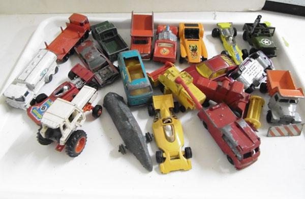 Collection of vintage 1950s - 60s Matchbox cars & commercials