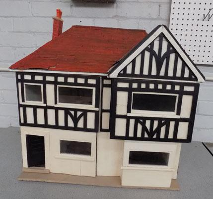 Dolls house-needs attention