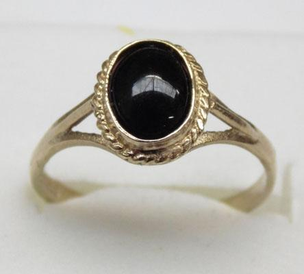 9ct gold black cabechowe onyx ring approx. size O1/2