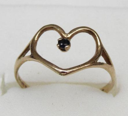 9ct gold sapphire solitaire heart ring size M