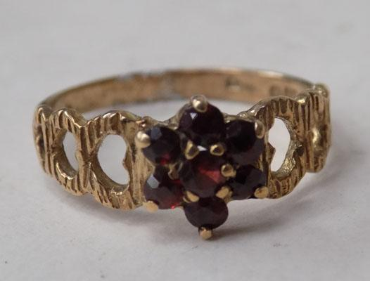 9ct Gold ring-Ruby stone