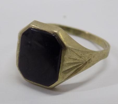 9ct ring with black stone