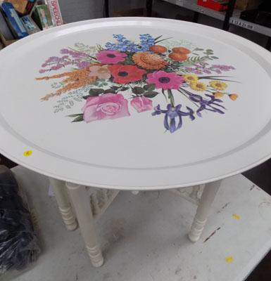 2' Diameter white flower pattern occasional table with wooden foldable base
