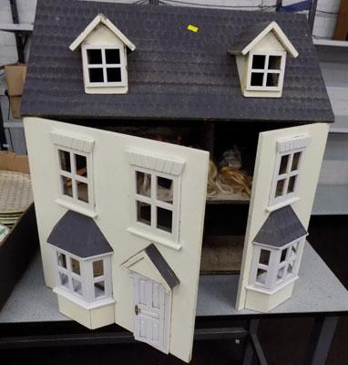 Wooden doll's house with collectable dolls