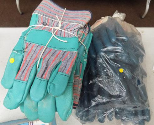 10 Pairs of new leather/fabric riggor gloves & 9 pairs of marigold nitrotough gloves
