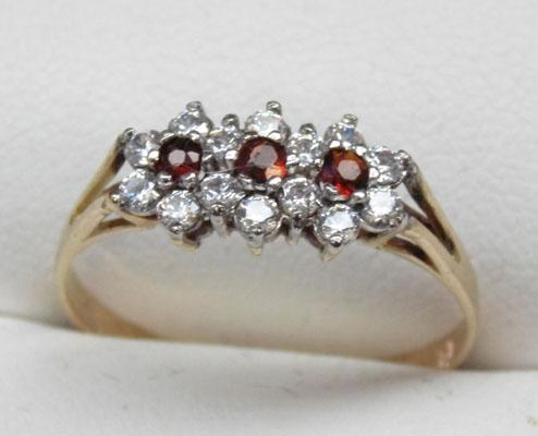 9ct gold triple garnet cluster ring size R