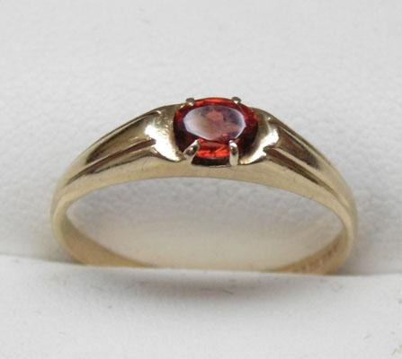 9ct gold garnet solitaire ring size P1/2